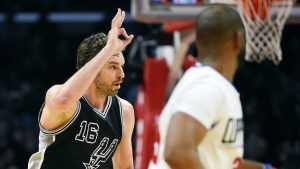 Pau Gasol unfazed coming off the bench for Spurs