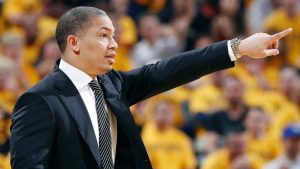 Sources: Lue to rejoin Cavs as observer Friday
