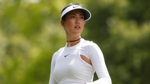Michelle Wie contending at Women's PGA Championship despite wild putting grips