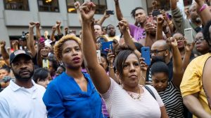 Rally for Kaepernick held in front of NFL HQ